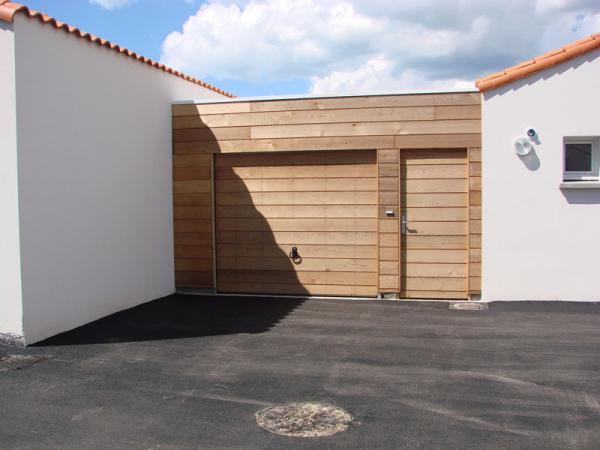 Garage avec courette